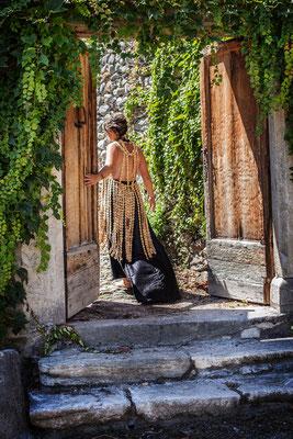 Robe en soie et buis Katia Panfiloff et Capucine Panfiloff. Photographie Laura Puech
