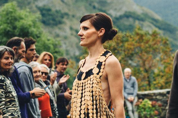 Robe en buis et soie Katia Panfiloff et Capucine Panfiloff. Photographie www.essencedelavie.com