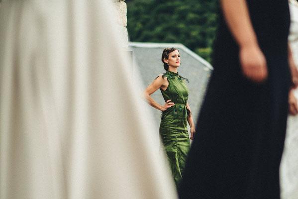 Robes en soie, voile de coton et soie sauvage Capucine Panfiloff. Photographie www.essencedelavie.com