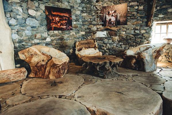 Plancher en bois debout et mobilier en bois massif Bruno Rougé. Photographie www.essencedelavie.com