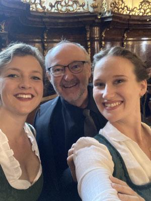mit Kollegin Maria Ladurner und meinem Vater Ferdinand Zisser bei der ORF III Fernsehmesse am 15.8.21 im Stift Vorau
