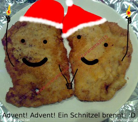 Panierte Schnitzel mit Weihnachtsmützen