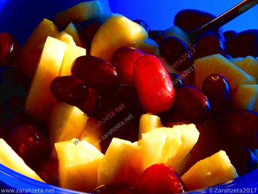 Obstsalat mit Trauben und Ananas