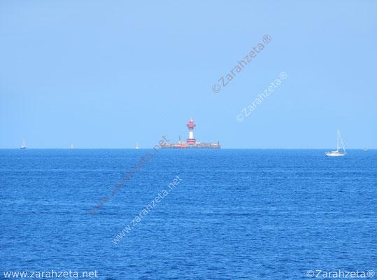 Leuchtturm mitten auf der Ostsee