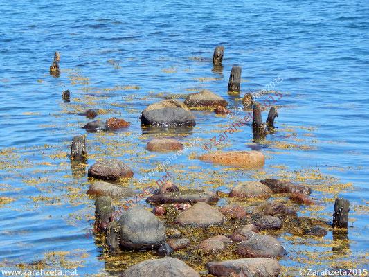 Alte Steinmole im Wasser