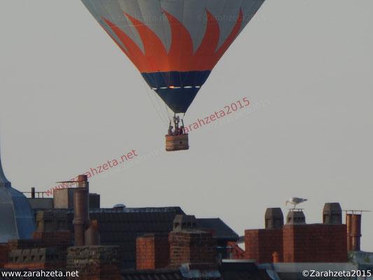 Ballonfahrt über der Stadt