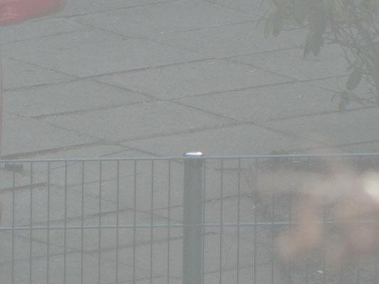 Baustelle Kinderspielplatz mit Schutzkappe am Zaun