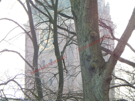Rathausturm im Nebel