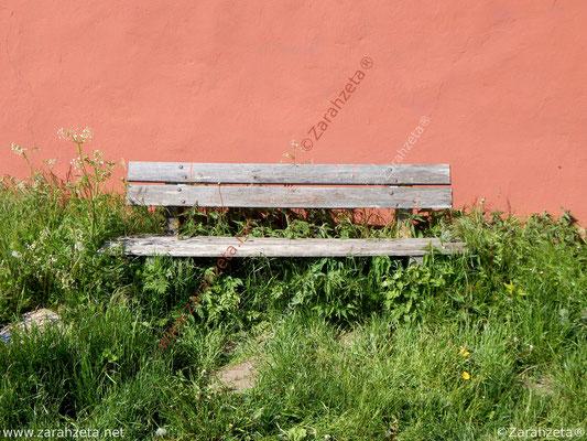 Alte, verwitterte Holzbank