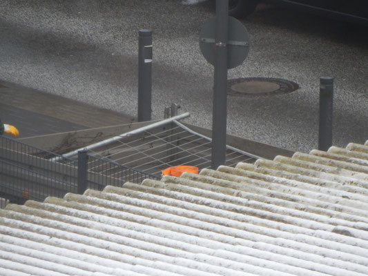 Gitterabsperrungen für baustelle auf der Straße