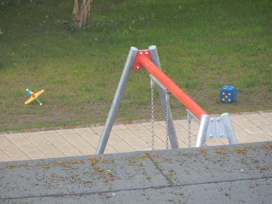 Kinderspielzeug auf dem Kinderspielplatz