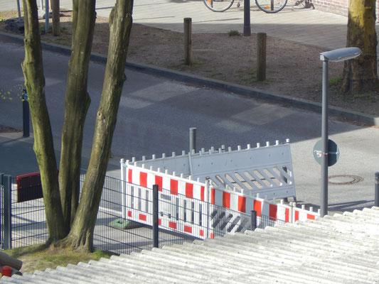 Baustelle mit Bauzaun für Straßenbau