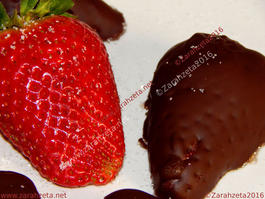 Zarahzetas Fotowand mit Erdbeeren und Schokoladenguss in makro