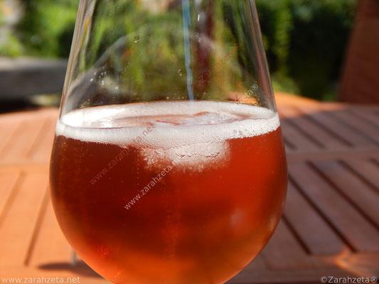 Zarahzetas Fotowand mit Perlende Weinschorle