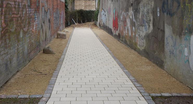Neuer Gehweg für Fußgänger