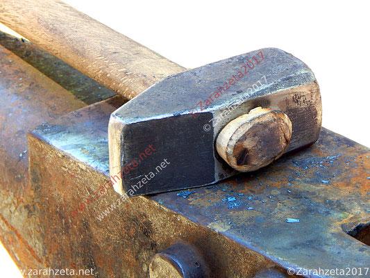 Industrial Fotos mit Hammer und Amboss