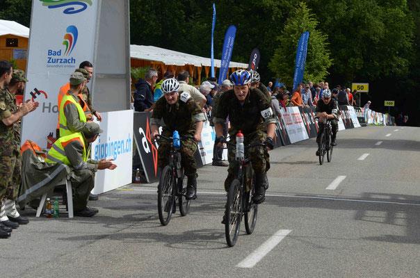 Andreas Steger (40) und Stefan Schlatter (15) gehen in die letzte Runde