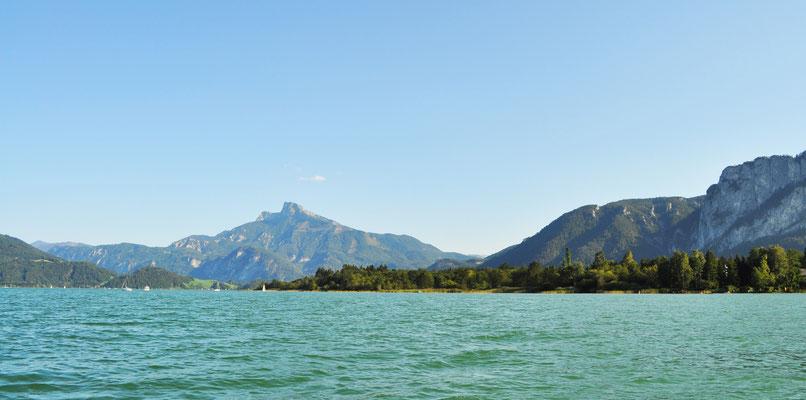 Blick vom Ruderboot auf den Schafberg