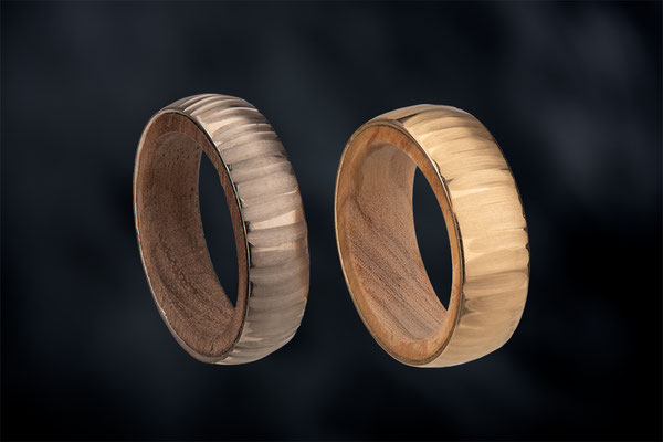 Ringe:  750/- GG - Olive,  585/-WG - Nuss, Foto: Robert Wilken