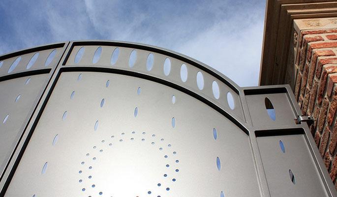 Thomas Prinze - Portal - Stahl, Aluminium, lackiert