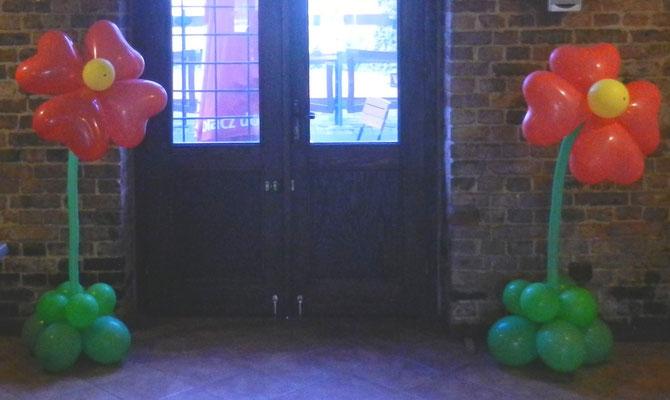 ogromny kwiat z balonów