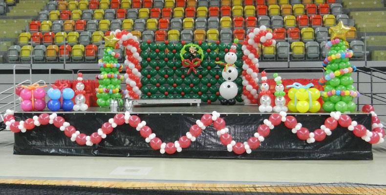 Dekoracja Bożonarodzeniowa z balonów
