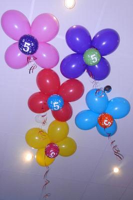 kwiatki pod sufit z balonów
