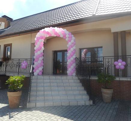 brama weselna z balonów