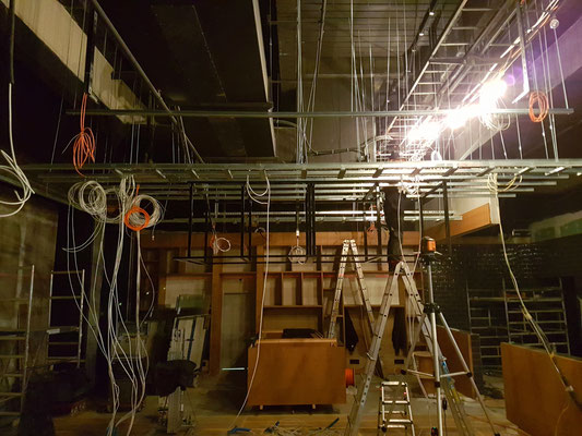 Montage der Unterkonstruktion für die Decke...