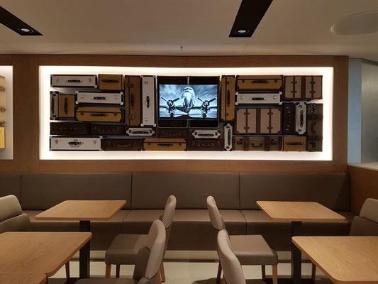 Eines der Highlights des neuen Food Court sind die Dekokoffer im Vintage Look.