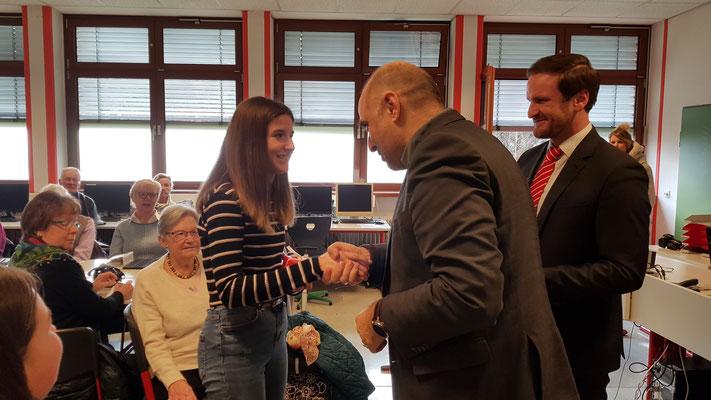 Auch Bürgermeister Ralf Paul Bittner gratuliert.