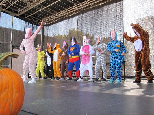 """Tanzshow der """"Wackelköpfe"""""""