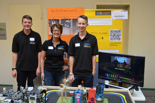 Jan und Robin mit Techniklehrerin Petra Kapsch