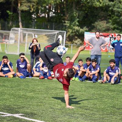 Fußballkünstler - Ball Jongleur