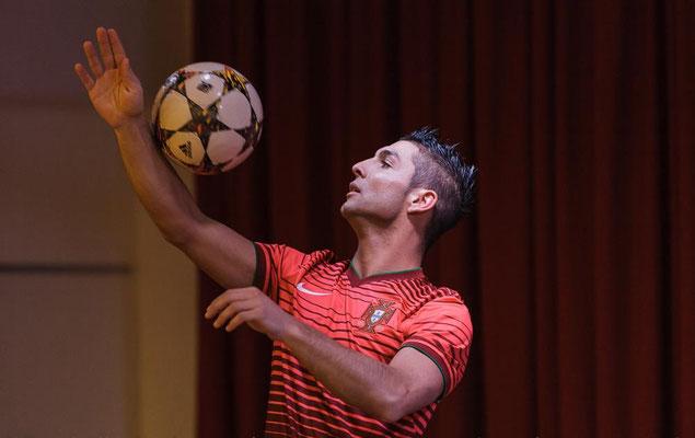 Fussball Freestyler zeigt Tricks auf Sportlerehrungen