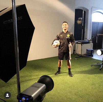 Saki Puma Fussball Fotoshooting
