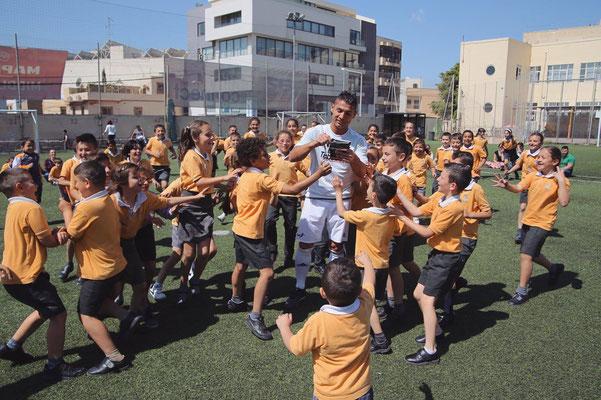 Fussball Freestyler auf Schulen