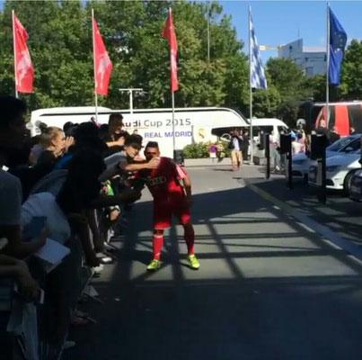 Fußball Freestyler mit Fans bei Roadshows