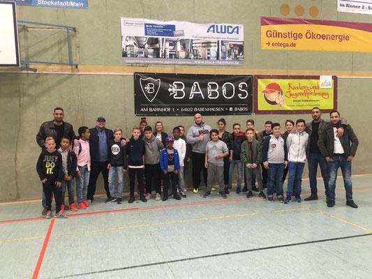 Babos und Haftbefehl mit Fussball Freestyler Saki für die Jugendförderung Babenhausen