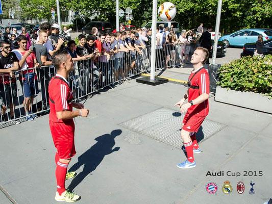 Fußballkünstler bei großen Unternehmen