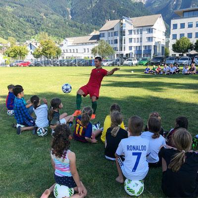 Saki Fussball Künstler in Liechtenstein beim LFV