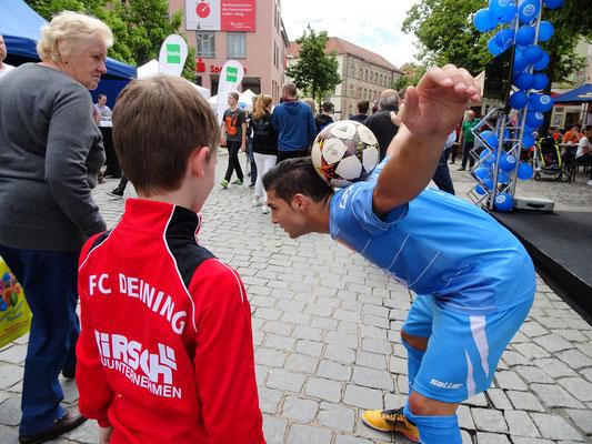 Fussball Freestyler für Roadshows in der Stadt
