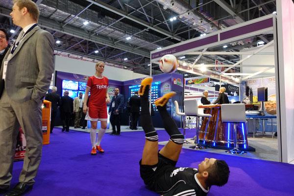 Fussball Freestyler Messe-Erfolg
