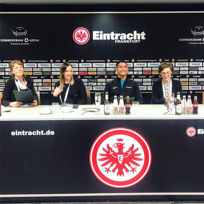 Broadridge Commerzbank-Arena Saki Fussball Freestyler Eintracht Frankfurt