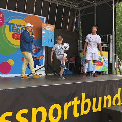 Football Freestyler Saki, Kids and Sparkasse Barnim
