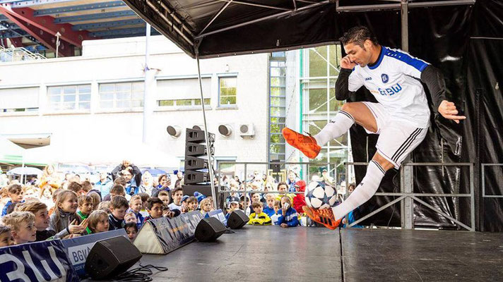 Bühnenshow Fußball Freestyler Saki