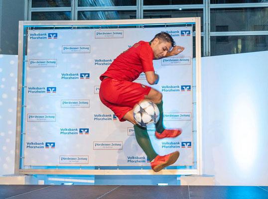 Fussball Künstler Saki Ronaldo Double