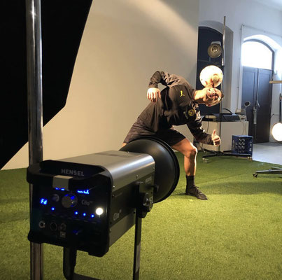 Fussball Freestyler Saki Puma Shooting