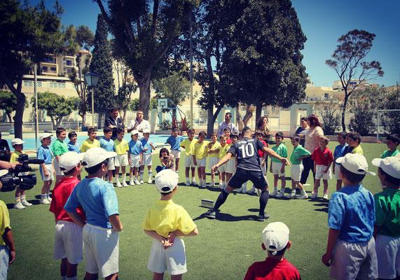 Fußball Freestyler bei Schulworkshops im Ausland