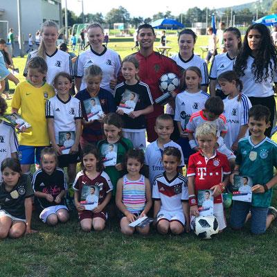 Saki Fussball Freestyler mit dem Liechtensteiner Fussballverband